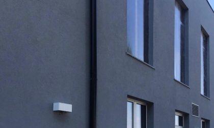 Installata la copertura provvisoria ai serramenti dell'asilo di Lurano FOTO