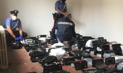 """Smontavano e rivendevano auto: trovati cento motori di """"bolidi"""" rubati FOTO"""