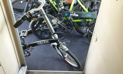"""Trenord, stop alle bici sui treni:  """"Sicurezza a rischio""""  FOTO"""