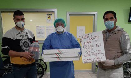 Regala pizze a ospedali e indigenti anche dopo il lockdown