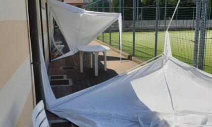 Vandali al centro sportivo, danneggiati i gazebo dei campi da tennis