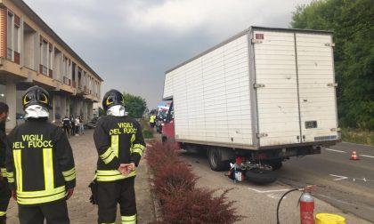 Schianto in via Bergamo, ferito motociclista di 65 anni FOTO