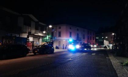 Cade dalla moto in pieno centro storico, ferito 34enne