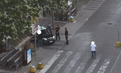 Senza mascherina (e alticcio) al centro commerciale: arrivano i carabinieri