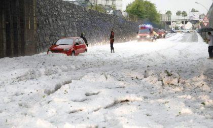 Grandine in Val Seriana, strade ostruite: sembra pieno inverno FOTO VIDEO