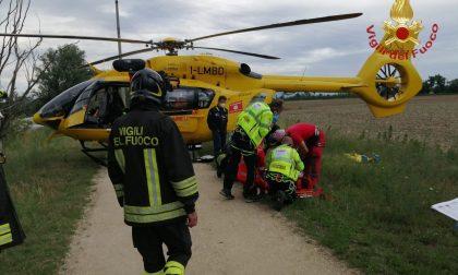 Cade da cavallo nel Parco del Serio, ferita una 59enne