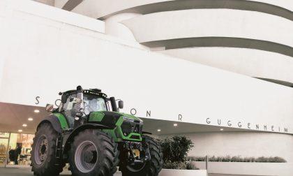 Cosa ci fa un trattore Same davanti al Guggenheim di New York? – FOTO
