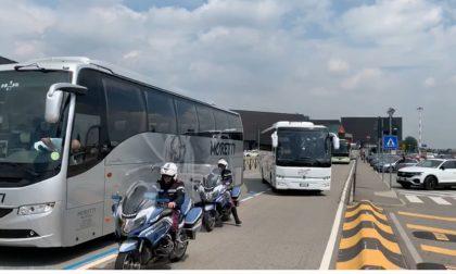 """A Orio la protesta dei bus turistici: """"Così non sopravviviamo"""" VIDEO"""