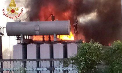 Incendio nell'acciaieria di Cividate: la colonna di fumo si vede per chilometri FOTO VIDEO