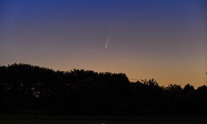Immortala la cometa Neowise nei cieli sopra a Bergamo