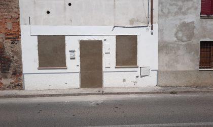 """La Polizia """"mura"""" l'appartamento abbandonato dopo il blitz: ecco cosa c'era dentro FOTO"""