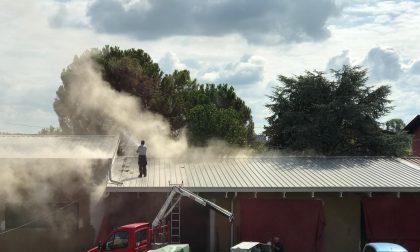 Incendio alla sede Avis, danni al tetto FOTO