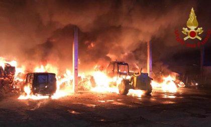 Devastante incendio in cascina: bruciati 40 quintali di fieno FOTO