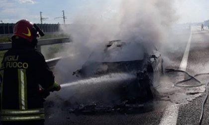 Brebemi, auto distrutta dalle fiamme FOTO