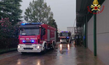 Caravaggio, incendio nella zona industriale FOTO