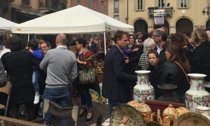 """Torna il mercatino dell'antiquariato """"Antico in via"""" nel centro di Treviglio"""