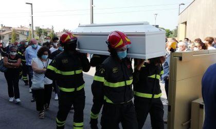 L'addio al piccolo Matteo, che da grande voleva fare il pompiere FOTO