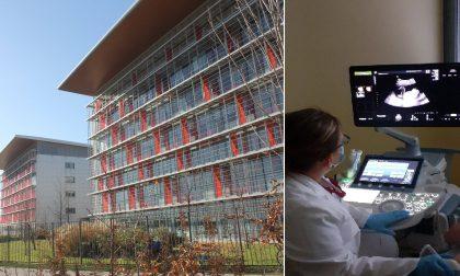 Per il suo compleanno dona all'ospedale un ecografo da 100mila euro
