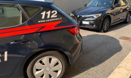 Fugge in auto all'alt dei carabinieri, arrestato