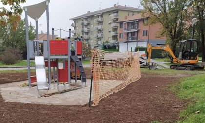 Nuovo gioco per bambini nel parco di via Padova FOTO