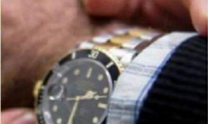 Doppio colpo della banda dei Rolex in centro