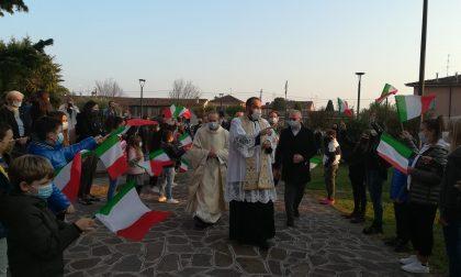 L'abbraccio della comunità di Nosadello al nuovo parroco don Mario Bonfanti FOTO