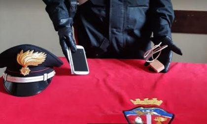 Al quiz della patente con il cellulare e un apparecchio per i suggerimenti: denunciato