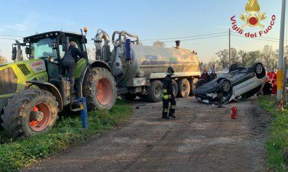 Colpita dal trattore in manovra finisce fuori strada FOTO