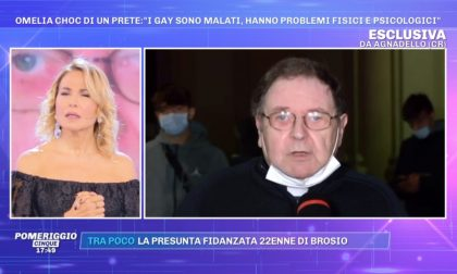 """""""Gay malati?"""" Bacchettato dalla D'Urso, don Mario si scusa in tv"""