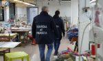 Cinesi assunti in nero per produrre mascherine: dormivano in fabbrica FOTO VIDEO
