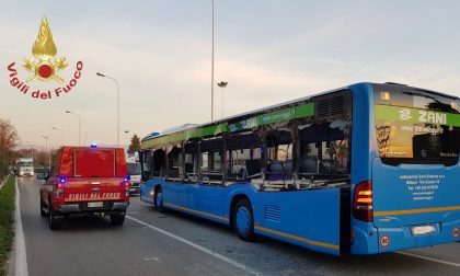 Schianto tra  bus studenti, Tir e betoniera: cinque ragazzi in ospedale FOTO