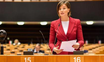 """L'accusa: """"Lara Comi ha truffato l'Unione Europea"""", sequestrato mezzo milione di euro"""