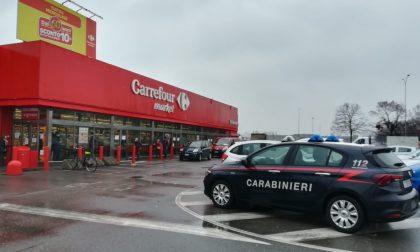 Ladri al Carrefour, svaligiato il supermercato FOTO