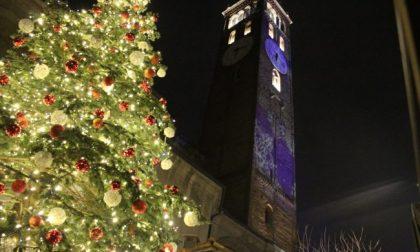 Treviglio, in piazza si accende l'albero della Bcc – DIRETTA VIDEO