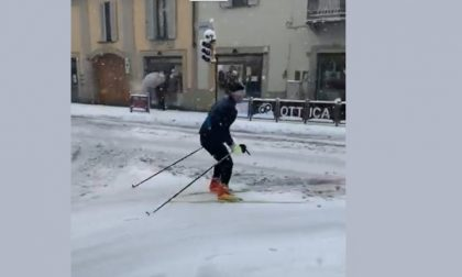 Treviglio, con gli sci da fondo in via Roma VIDEO