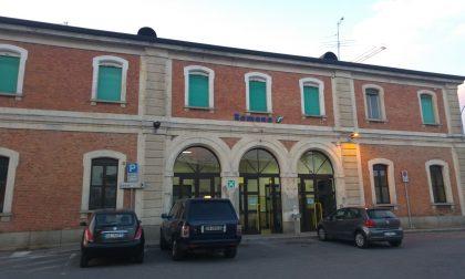 Travolto dal treno merci a Romano, muore un uomo di 49 anni