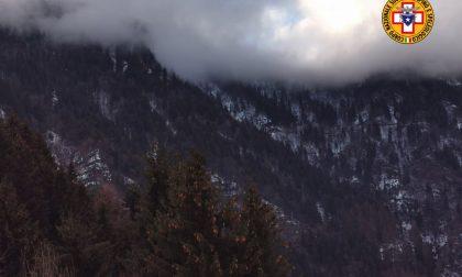 Papà e mamma precipitano e muoiono sul monte Pora davanti alla figlia di 5 anni