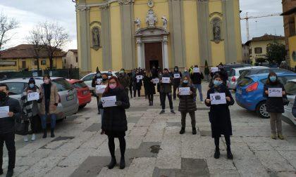 """Baristi e ristoratori protestano in piazza: """"Così le nostre attività muoiono"""""""