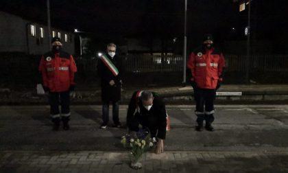 Calpestò i fiori per i morti della strage di Pioltello: denunciato a Caravaggio
