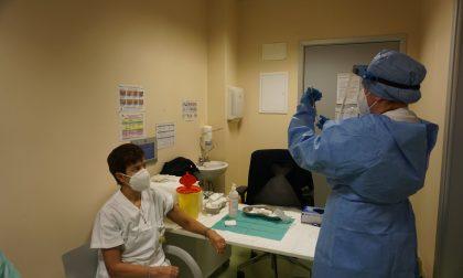 Sospeso AstraZeneca, annullati 33mila appuntamenti per il vaccino in Bergamasca: chi sono