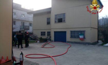 Incendio in appartamento, i Vigili spengono le fiamme