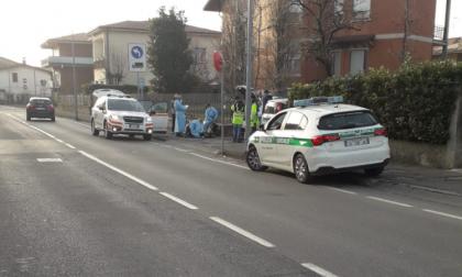 Ciclista investito in via Oberdan, soccorsi sul posto