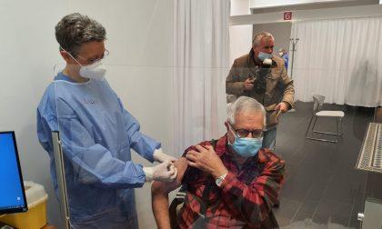 Vaccinazione over 80 da domani ingresso senza appuntamento per chi non ha ricevuto l'SMS