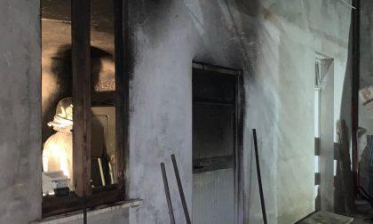 Rogo in un locale lavanderia, arrivano i pompieri: donna in ospedale