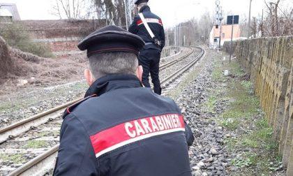 Cremona: donna tenta il suicidio, salvata sui binari dai Carabinieri