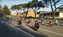 Flashmob di protesta davanti alle scuole