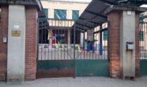 Nastri al cancello della scuola per ogni bimbo in Dad, la protesta anche a Rivolta