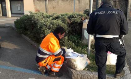 Ancora rifiuti abbandonati in strada, tre identificati e multati