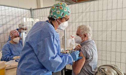 Covid-19, via stamattina a Treviglio alla campagna vaccinale di massa. Il punto nella Bassa: 18mila vaccinati