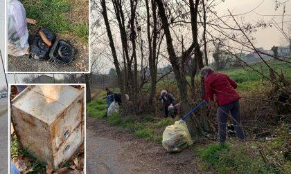 Dalla cassaforte al sex toy di silicone: quintali di rifiuti abbandonati tra Treviglio e Casirate